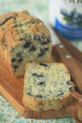 ブルーベリーとポピーシードのバターケーキ