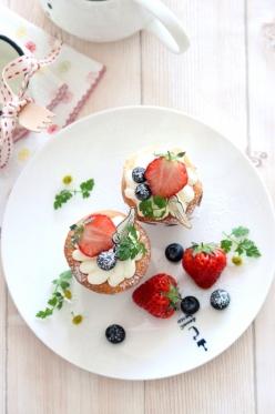 苺のチーズクリームカップケーキ。