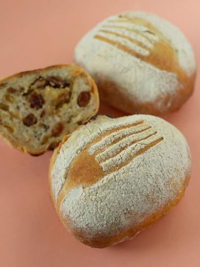 ホワイトチョコと3種レーズンのハードパン