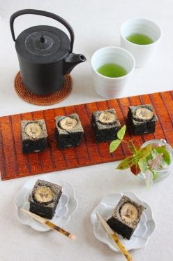 大豆と米糀の黒ゴマバナナケーキ