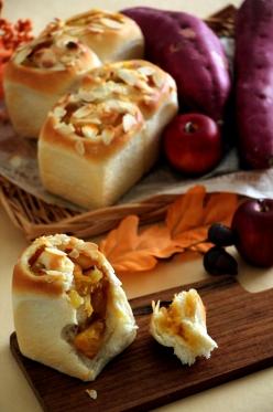 さつまいもとカラメルりんごのミニ食パン