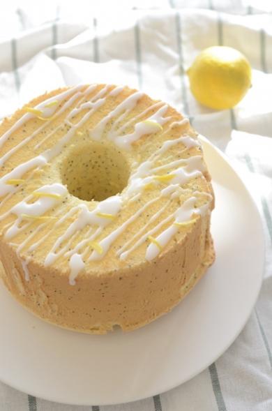 レモンとブルーポピーシードのシフォンケーキ