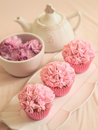 * 春爛漫・お花見 ♡ 桜カップケーキ♪