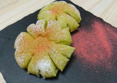ふんわり優しい抹茶の桜餡パン