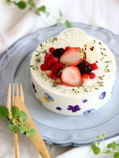 バニラヨーグルトと塩キャラメルのムースケーキ