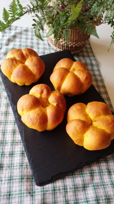 かぼちゃたっぷりクリームチーズのパン