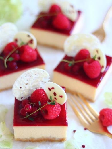 ラズベリーのスクエアチーズケーキ