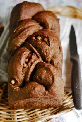 キャロブとメープルジャムの三つ編みパン