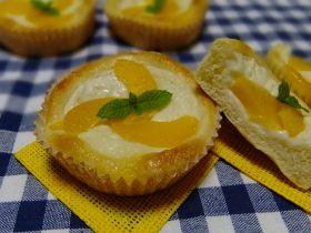 桃とヨーグルトクリームのデザートパン♪