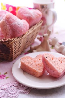 ラブリーピンクのハートの食パン