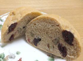 クランベリーとナッツの豆乳パン