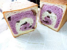 紫いもぐるぐるパン