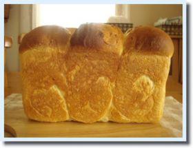 おいもたっぷり、サツマイモ食パン