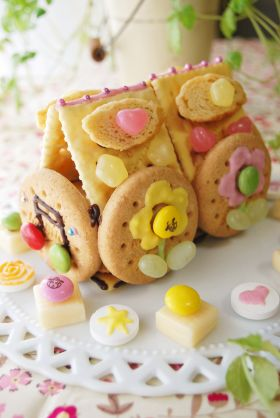 春いっぱいのお菓子のお家♪