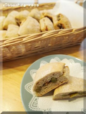 うぐいす豆とクルミのライ麦パン