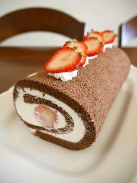 苺のココアロールケーキ♪