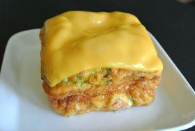 サーモンとチェダーチーズのふわふわ厚焼卵