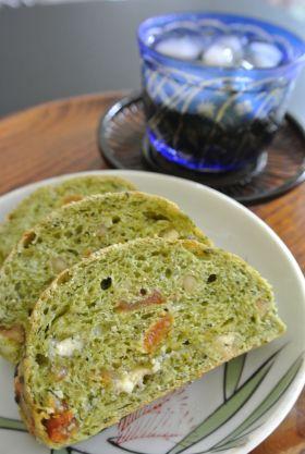 【クルミ】アプリコットとくるみの緑茶パン