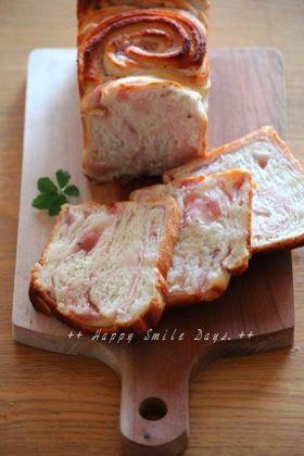 マーブル桜食パン。
