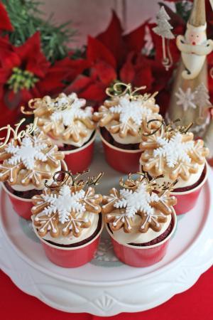 スノーフレークのレッドベルベットカップケーキ
