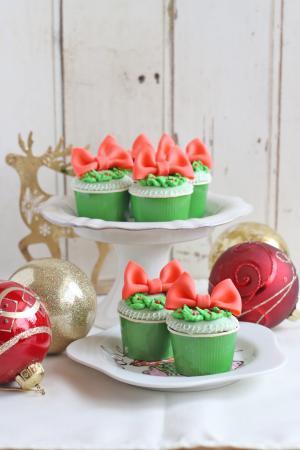 リースリボンのシュガーカップケーキ