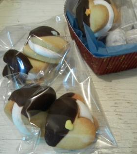 マシュマロサンドのチョコがけハートクッキー