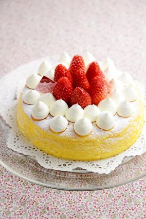 スフレチーズケーキ いちごデコレーション