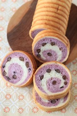紫いものうずまきパン