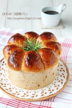 シフォン型でふわふわドライフルーツと胡桃のちぎりパン