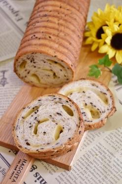 黒ゴマ&チーズのラウンドパン