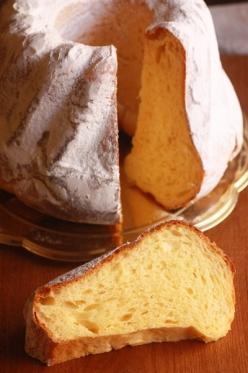 クグロフ型で焼くパンドーロ風