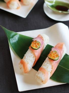 スモークサーモンのお寿司風スティックおにぎり