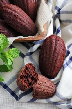 チョコレートのしっとりマドレーヌ:大豆粉でグルテンフリー