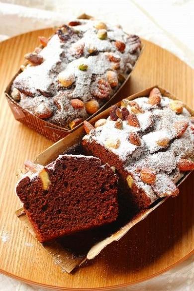 木の実たっぷりのチョコレートケーキ