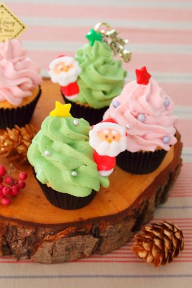 抹茶と苺の「クリスマスカップケーキ」