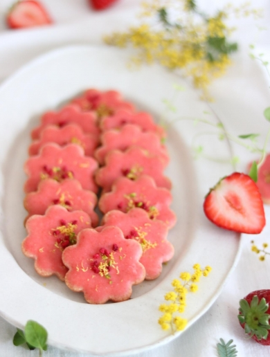 お花のいちごクッキー