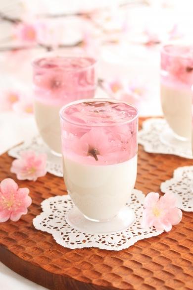 簡単♬桜のひらひら杏仁豆腐