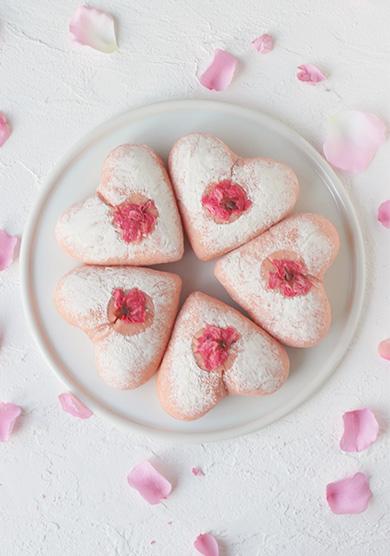 ハートのふんわり桜色パン
