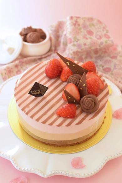 ストロベリー&ミルクチョコレートストライプムース