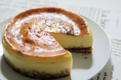 しっとり酸味の効いたベイクドチーズケーキ