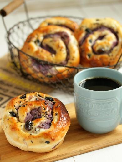 * ほっこり秋日和 ♡ 紫芋のクルクルパン♪