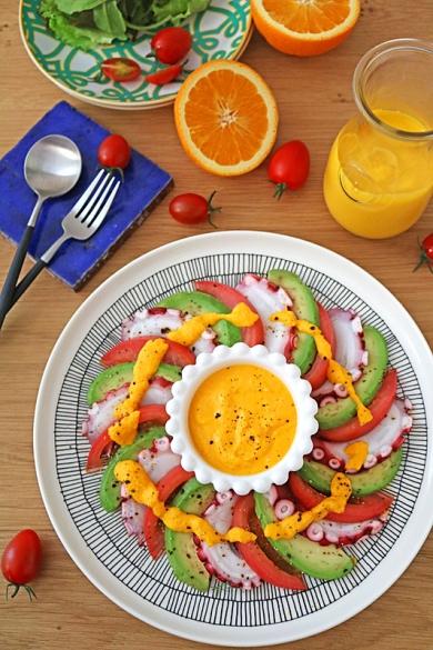 人参とオレンジのドレッシングでタコとアボカドのカルパッチョ