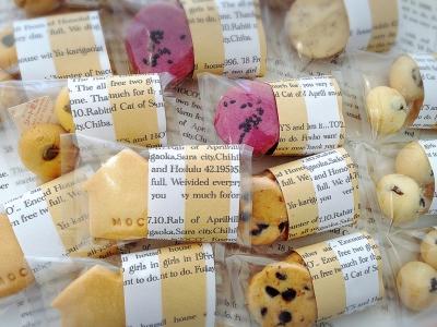 英字包装紙のクッキーラッピング
