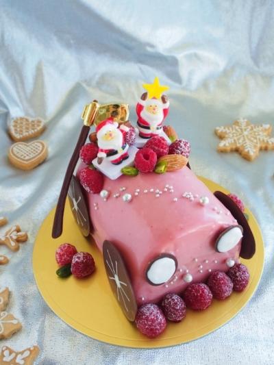 サンタさんとピンクの車