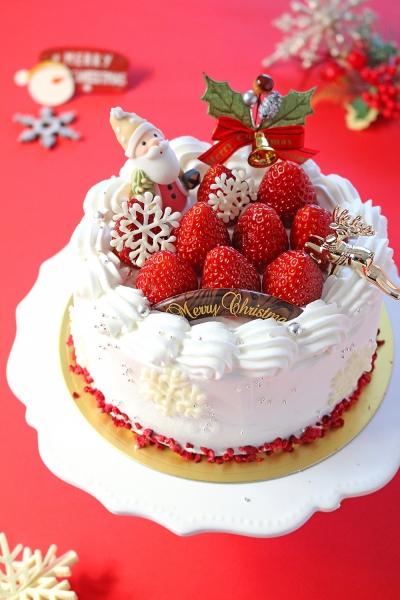 グルテンフリーのクリスマス苺デコレーションケーキ