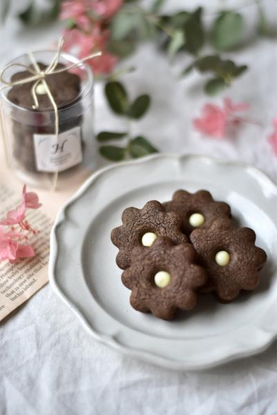 お花のチョコサンドクッキー