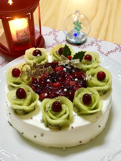 キーウィとミックスベリーのケーキ