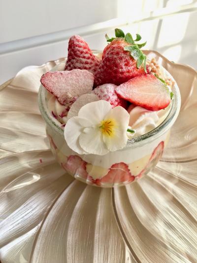 春の苺とカスタードのジャーケーキ