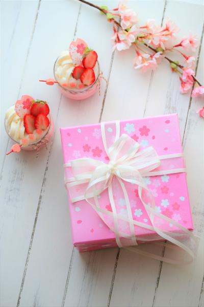 桜のお菓子のラッピング