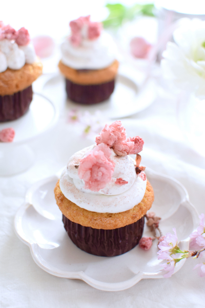 桜ピンクのカップケーキ
